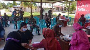Sinergitas TNI-Polri Menggelar Pelaksanaan Gerai Vaksin Merdeka Kampung Uigwem Distrik Sausapor